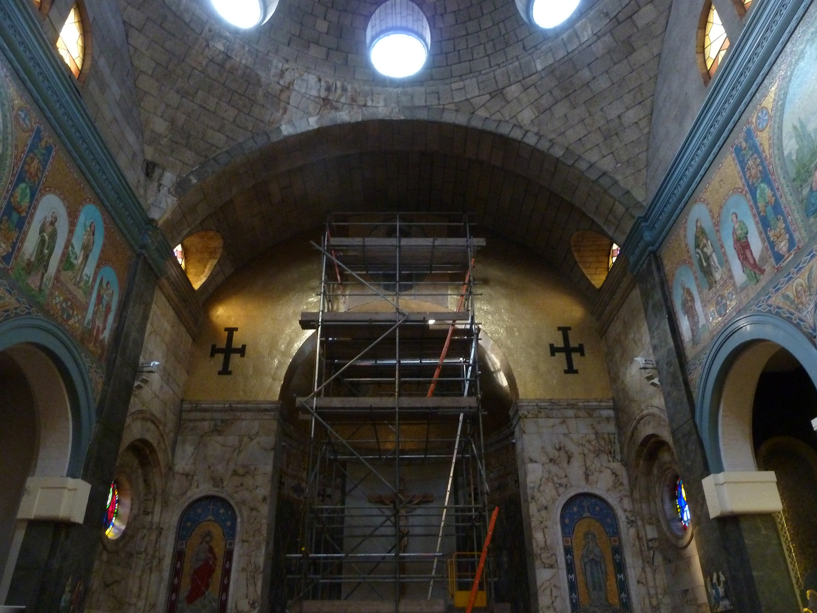 St-Philip-Neri-Church.-Liverpool-Mosaic-removal-for-restoration