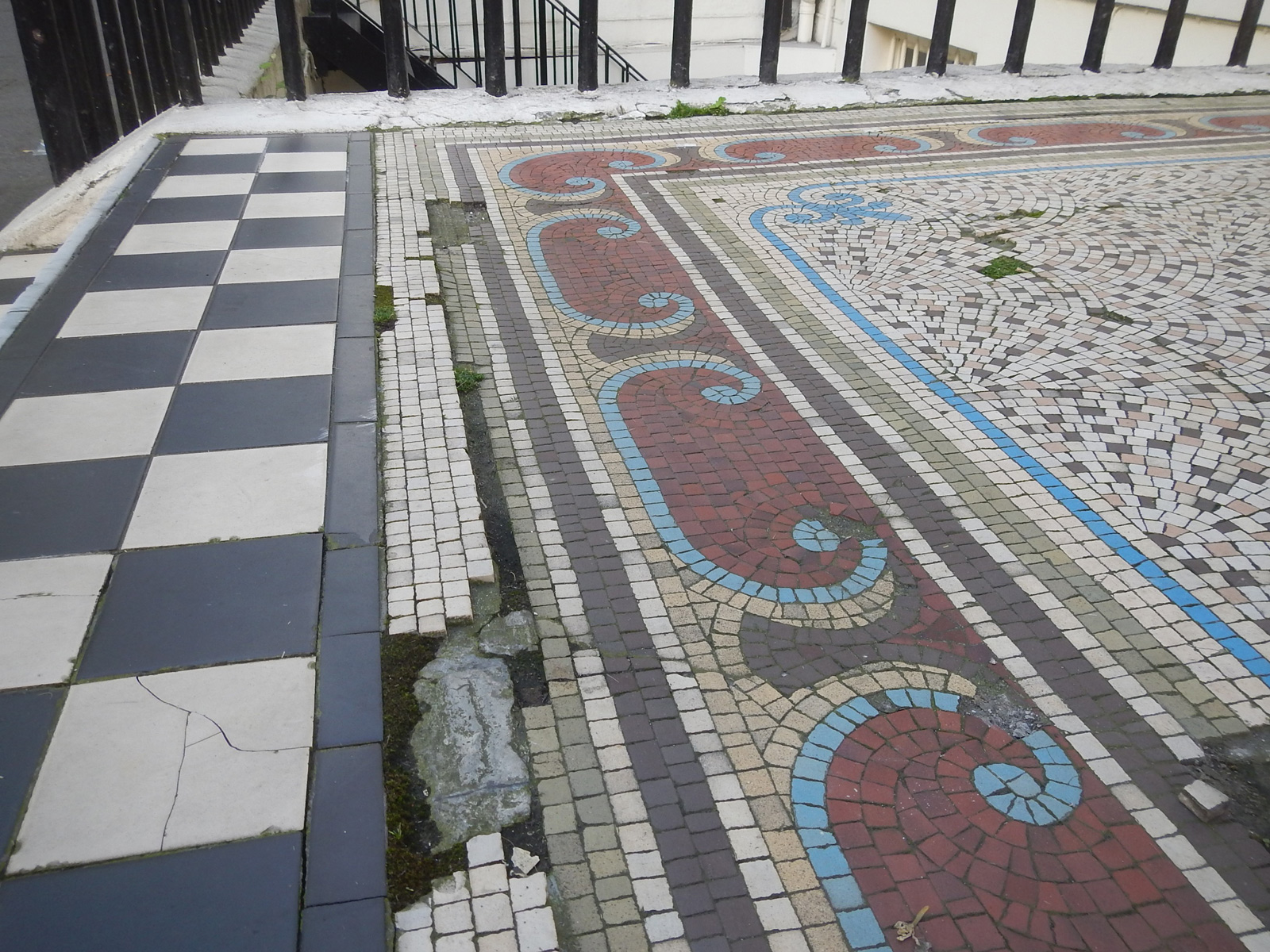 hyde-park-square-london-mosaic-project-before-close-up