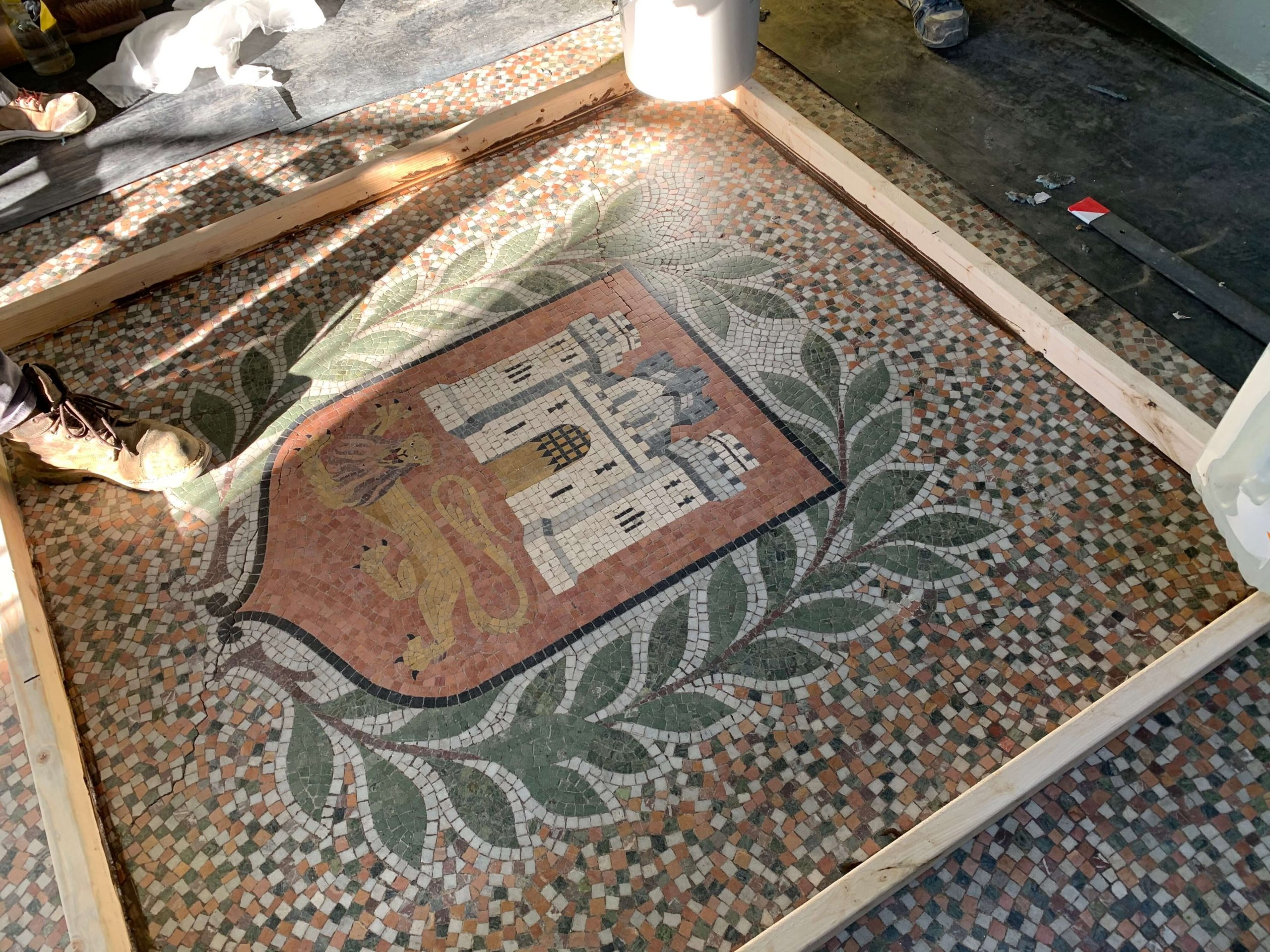 Large floor marble mosaic crest carefully removed this week, what this space to see its progress in the workshop.